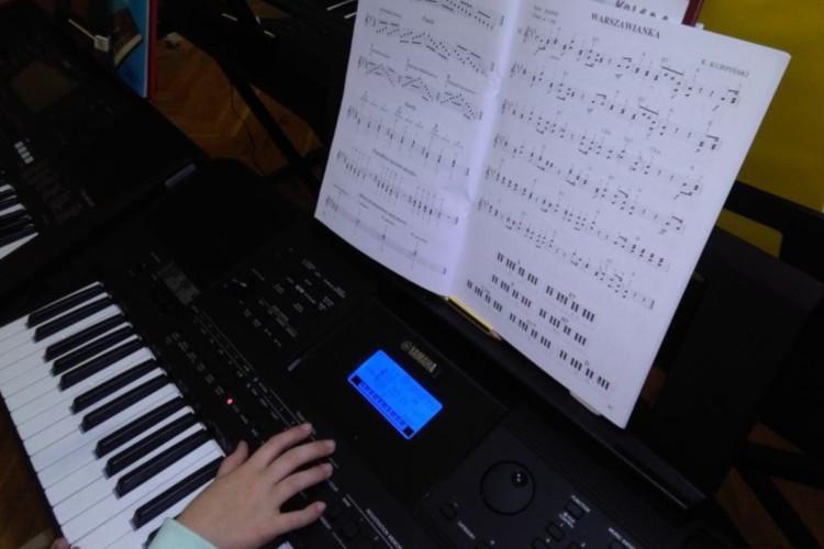 Nauka gry na keyboardzie MDK